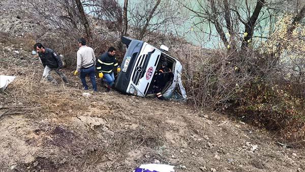 Yozgat'ta sporcuları taşıyan minibüs devrildi: 1 ölü 15 yaralı