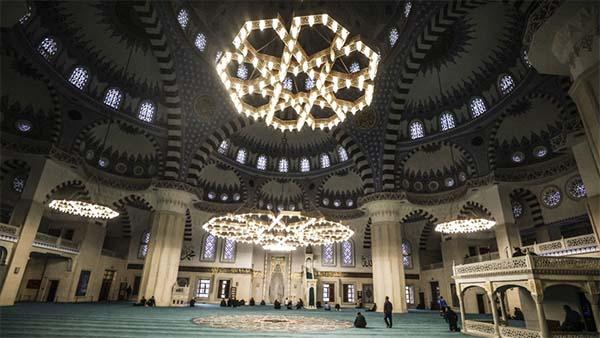 Ramazana özgü sünnetlerden itikaf günleri yarın başlıyor