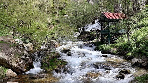 Toros Dağları'ndaki akarsular doğal güzellikleriyle büyülüyor