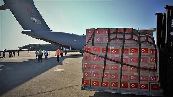 Türkiye'nin Kovid-19'la mücadele için Azerbaycan'a gönderdiği tıbbi malzeme teslim edildi