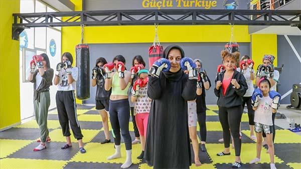 Van'da kadınlar belediyenin açtığı merkezlerde spor yapıyor