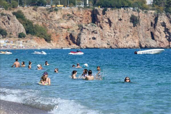Antalya'da ekimde deniz keyfi