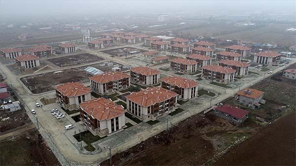 Elazığ'da depremzedeler modern konutlarına kavuşuyor