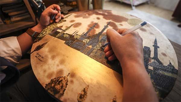 Simge camileri deriye resmeden müezzin, yurt dışında sergi açmak istiyor