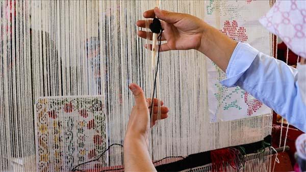 Ata mirası 'Karabağ kilimi' genç kızların göz nuruyla geleceğe aktarılıyor