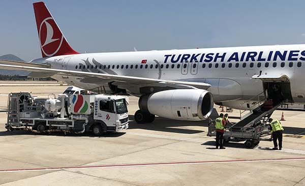 Yeni tesisten ilk yakıt ikmali Türk Hava Yolları'na gerçekleştirildi