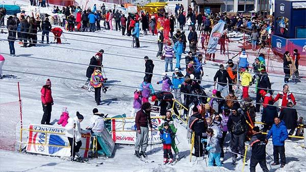 Uludağ'da sezonun son günlerinde tatilci yoğunluğu