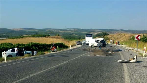 Manisa'da trafik kazası: 5 ölü, 6 yaralı