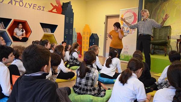 Mim Kemal Öke, çocuklara kendi masal kahramanını anlattı