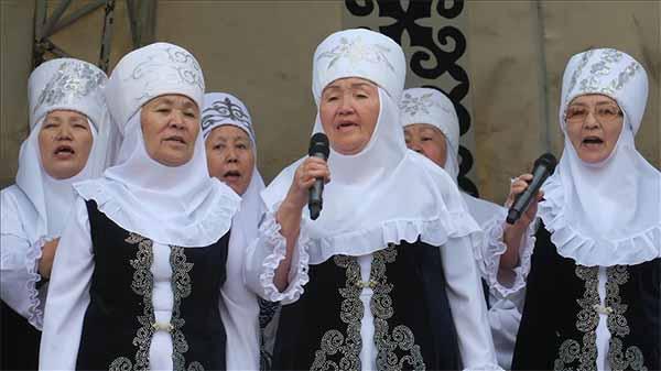 Kazakistan'da 80'lik nineler korosu