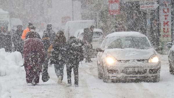 Van'da yoğun kar nedeniyle kriz merkezi kuruldu