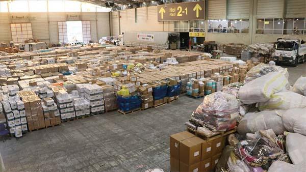 Deprem bölgesi İzmir'e 450 tır yardım yollandı