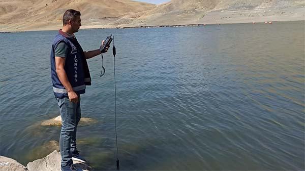 Van'da barajlardaki balık ölümlerinin nedeni araştırılıyor