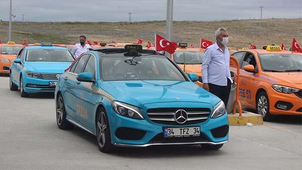 İstanbul Havalimanı taksicileri 15 Temmuz şehitleri için konvoy oluşturdu