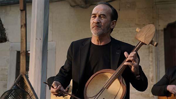 Arslanbek Sultanbekov 'Yalan Dünya' ile müzikseverlerin karşısına çıktı