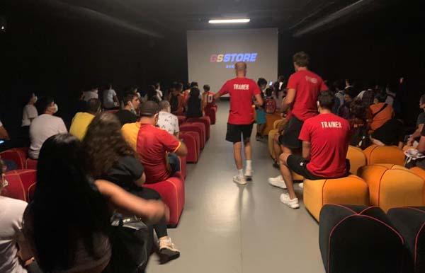 Çocuklar Galatasaray'ın futbol mabedini ziyaret etti