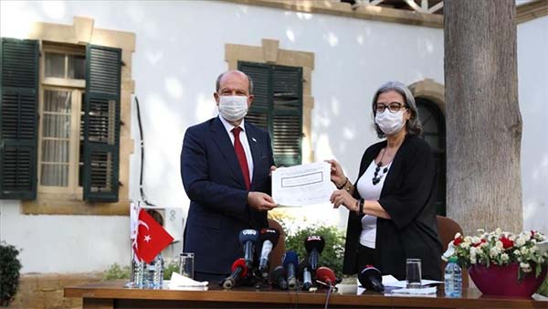 KKTC'de yeni Cumhurbaşkanı Ersin Tatar mazbatasını aldı