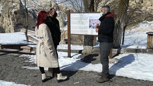Kovid-19 salgınından olumsuz etkilenen turist rehberleri eski günlerini özlüyor