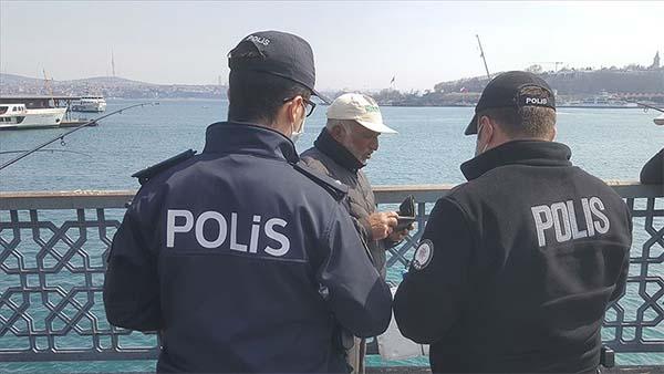İstanbul polisinden vatandaşlara 'Zaruri olmadıkça dışarı çıkmayın' uyarısı
