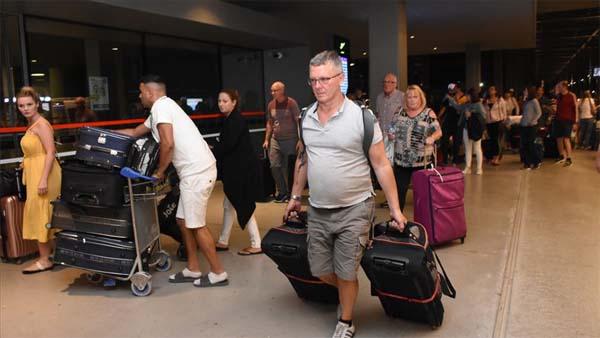 'Thomas Cook'un misafirlerinden 1050 turist Antalya'dan gönderildi'