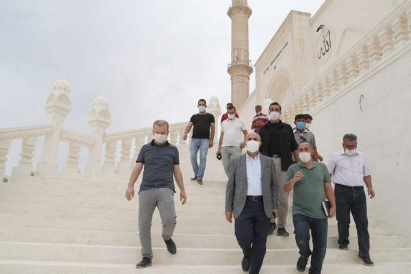 Mardin Valisi Demirtaş, Artuklu Üniversitesi Camisini ziyaret etti