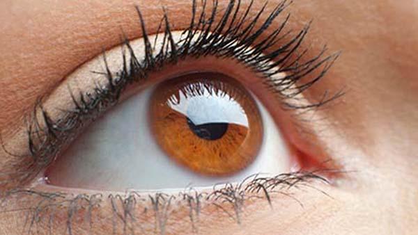 Ekran başında çalışanlarda göz kuruluğu tehlikesi