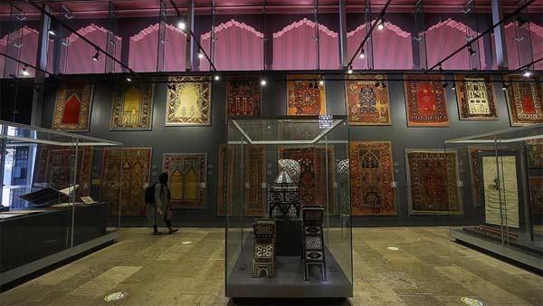 Türk ve İslam Eserleri Müzesi, zengin koleksiyonlarıyla tarihe ışık tutuyor