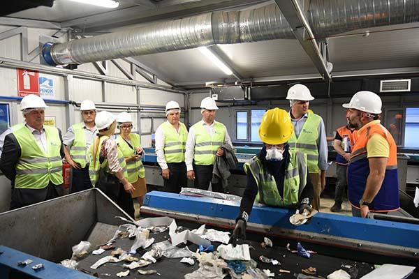 Kosovalı belediye başkanları Pendik'te dev tesisi incelediler
