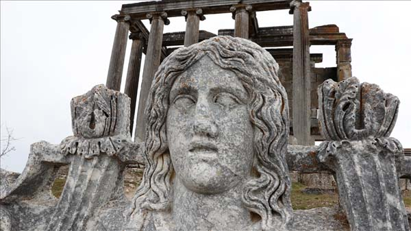 Troya ve Aizanoi'deki kazılar 5 bin yılı aşkın geçmişe ışık tutuyor