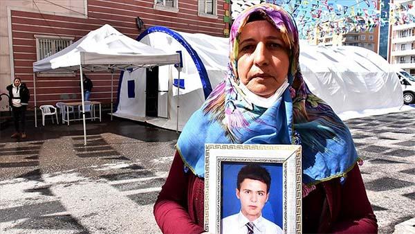 Diyarbakır annelerinden Övünç: Oğluma damatlık giydirmek istiyorum