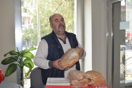 Ürettiği Doğal Ekmekleri Askerlere Yolladı