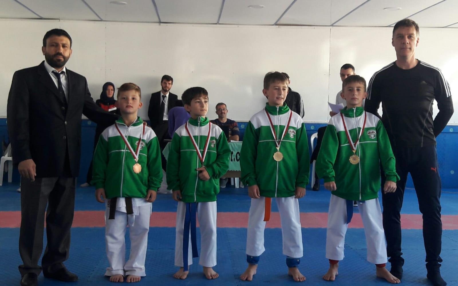 Belediyesporlu Karateciler Başarıya Doymuyor