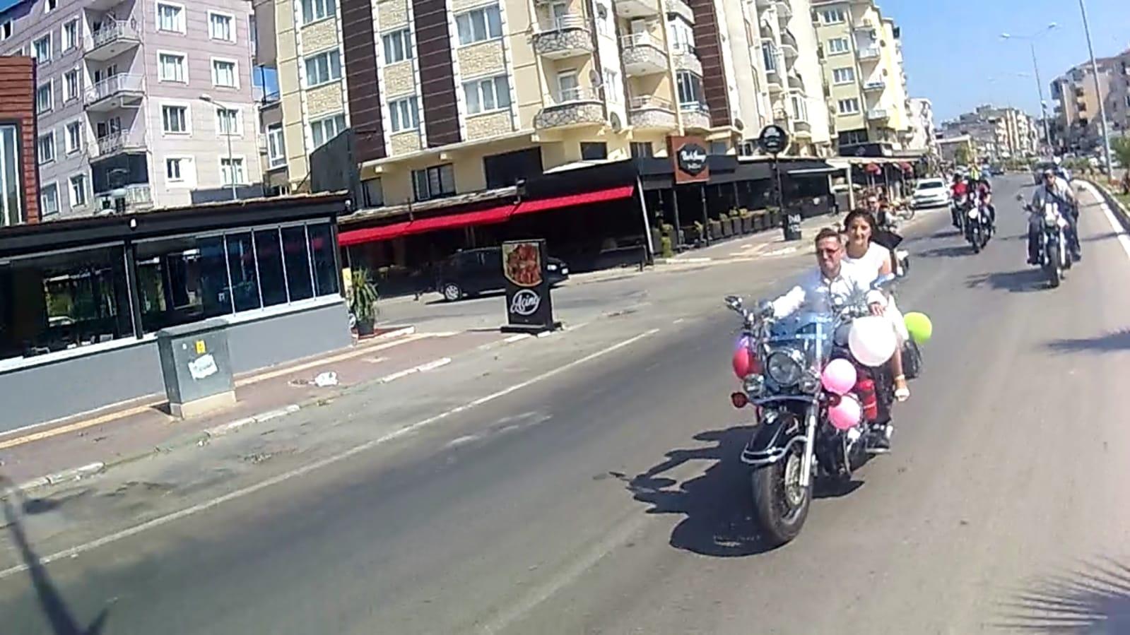 Genç motorcular dünya evine girdi