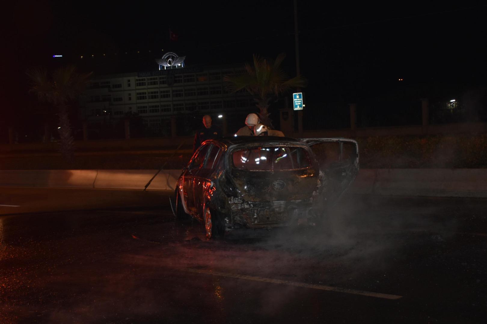 Seyir halindeyken alev alan otomobil küle döndü!