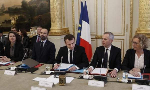 Fransa Cumhurbaşkanı Macron sendika temsilcileriyle görüştü