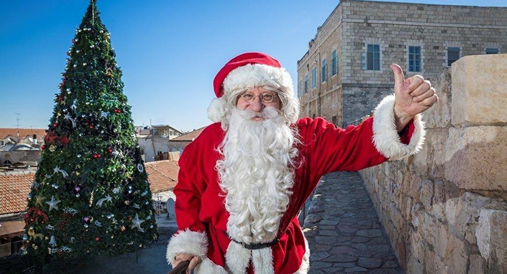 Noel Baba''yı protesto eden kişi gözaltına alındı