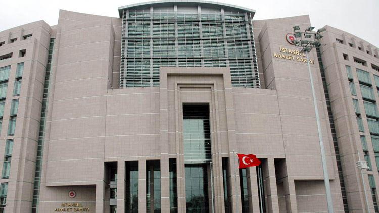 İstanbul Adliyesi''ne girmek isteyen bir kişide suikast silahı bulundu