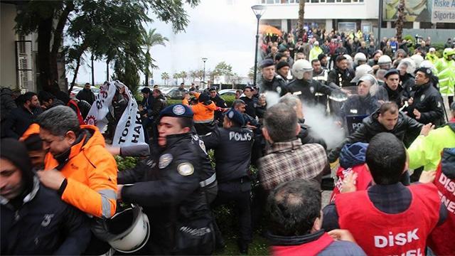 Polis işçilere saldırdı, DİSK üyesi tüm işçiler iş bırakıyor!