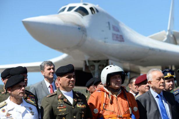 Rus savaş uçakları Venezuela'da