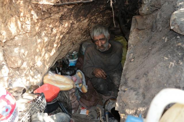 Balıkesir''li İskender, 40 yıldır dağda yaşıyor