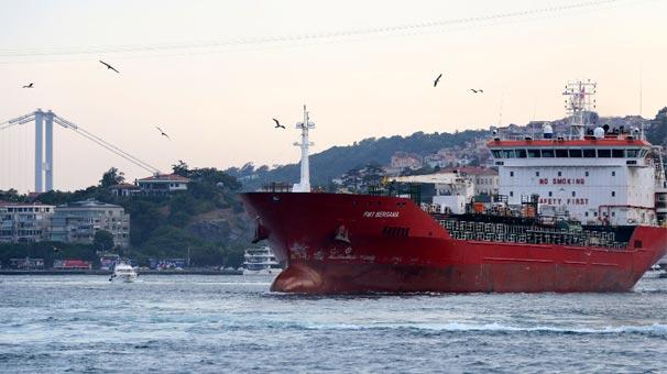 İstanbul Boğazı''nda faciadan son anda dönüldü
