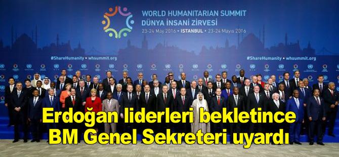 Dünya İnsani Zirvesi'nin aile fotoğrafında Erdoğan liderleri bekletti