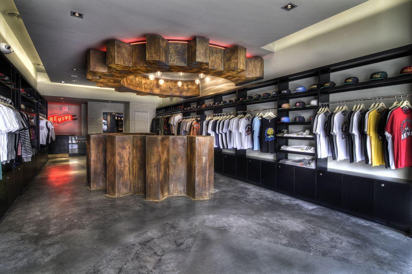 Ünlü giyim markaları satılmayan ürünleri yakarak yok ediyor