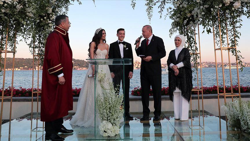 Cumhurbaşkanı Erdoğan Mesut Özil'in nikahına şahitlik yaptı