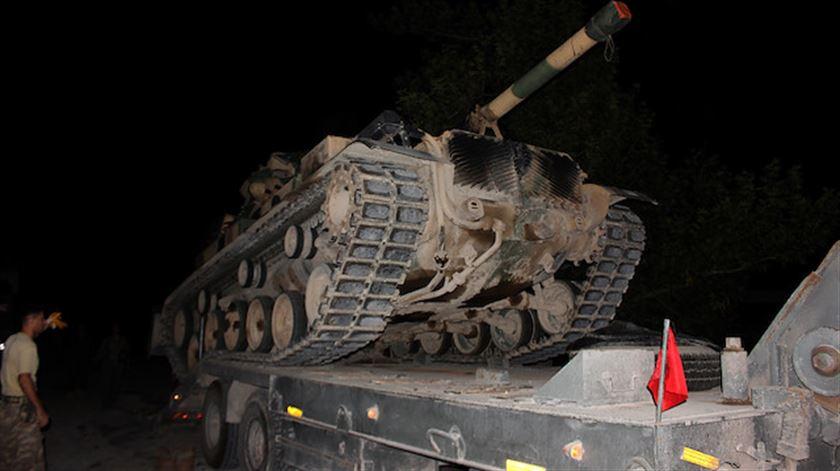 Operasyon öncesi sınıra askeri sevkiyat