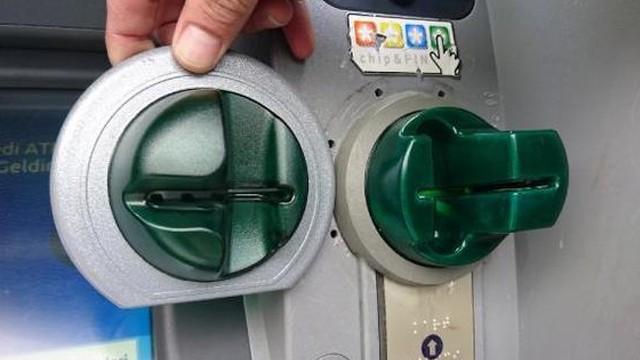ATM dolandırıcıları suç üstü yakalandı!