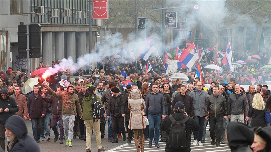 Sokak gösterileri Sırbistan'a sıçradı