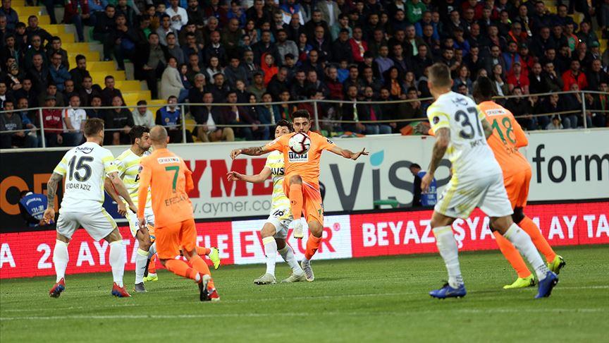 Alanyaspor Fenerbahçe'yi tek gollegeride bıraktı