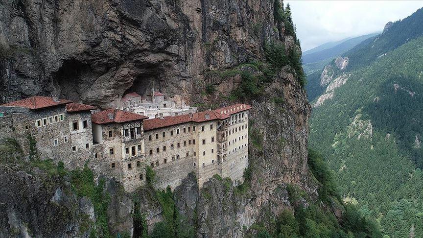 Ziyaretçilerine müjde! Sümela Manastırı açıldı