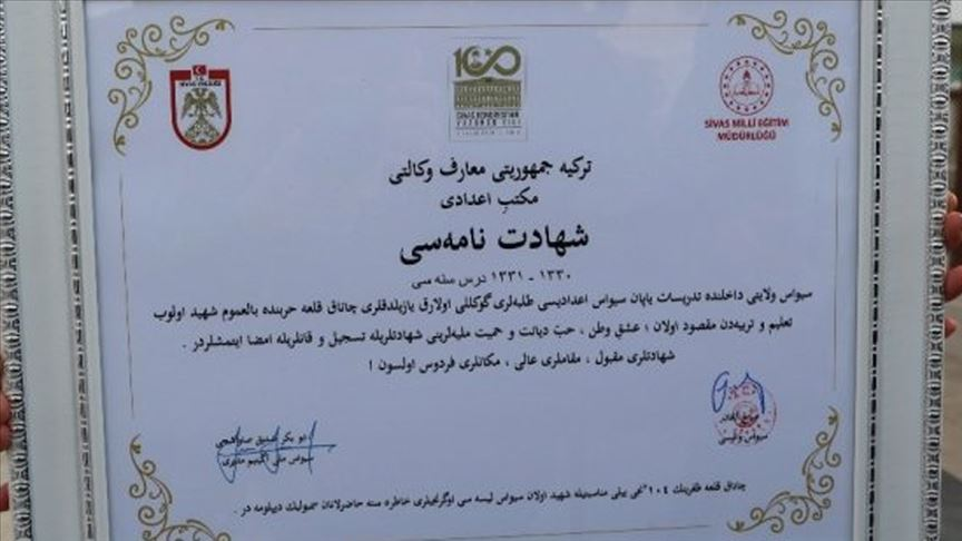 Sivas Lisesi öğrencileri 104 yıl sonra diplomalarını aldı